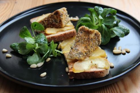 tartine camembert pané au sésame et pavot
