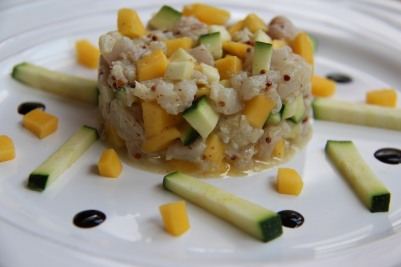 tartare de poisson, mangue, courgette, moutarde à l'ancienne
