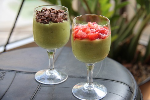 verrine végan, avocat dessert, avocat, coco, chocolat ou fraise