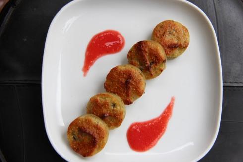 moelleux courgettes amande et coulis fraise concombre
