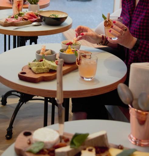 modjo Lyon, restaurant, cuisine fusion, cuisine du monde, végé, planche apéro, next door, sharing cuisine, blog cuisine lyon, blog culinaire Lyon, co-working, afterwork